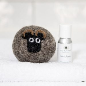 Sheep Laundry Ball & Oil Set